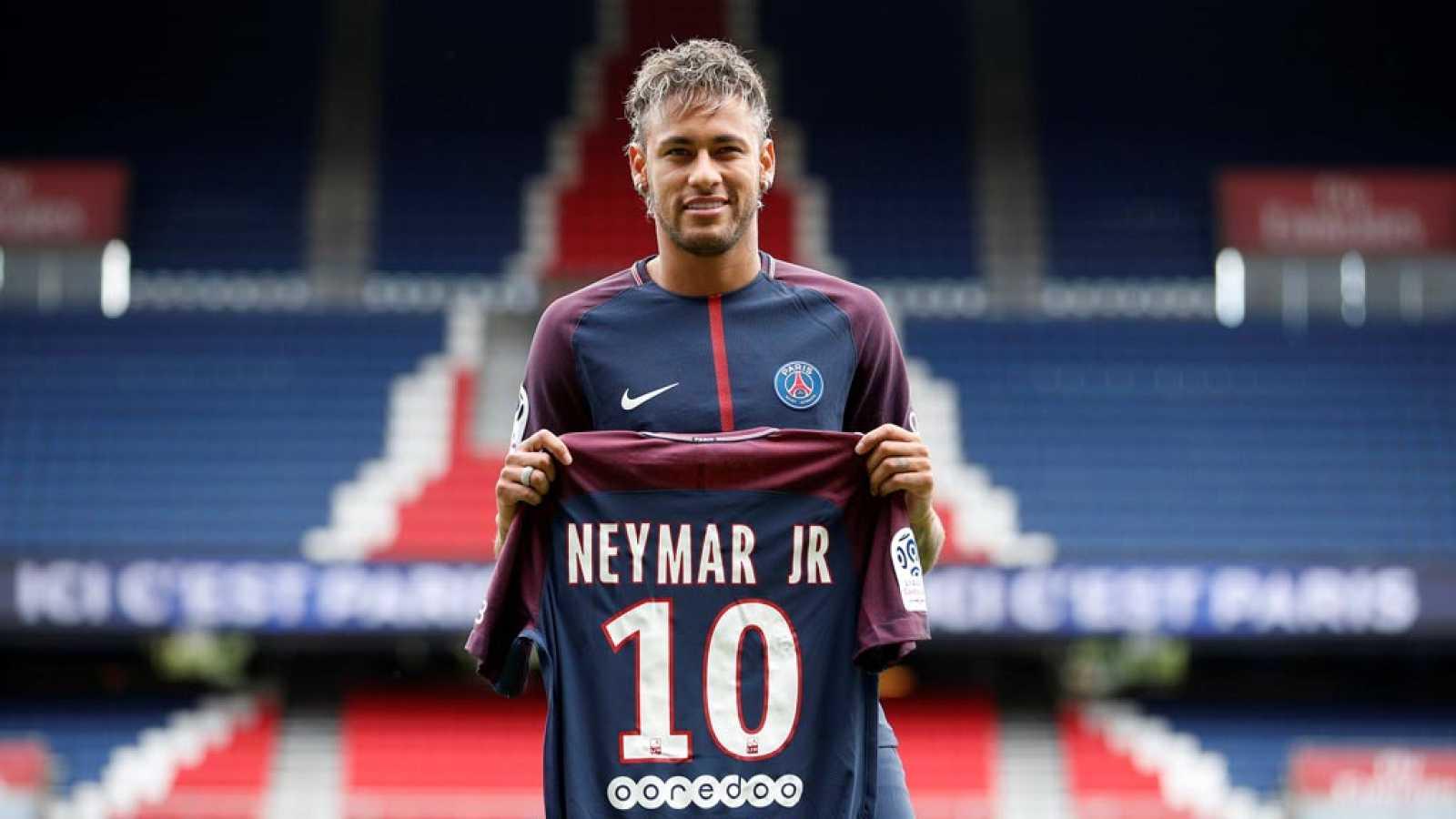 e6d91e98d0d17 Para todos los públicos reproducir video 01.33 min. Neymar se presenta como nuevo  jugador del PSG