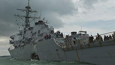 Un destructor estadounidense colisiona contra un buque mercante en Singapur