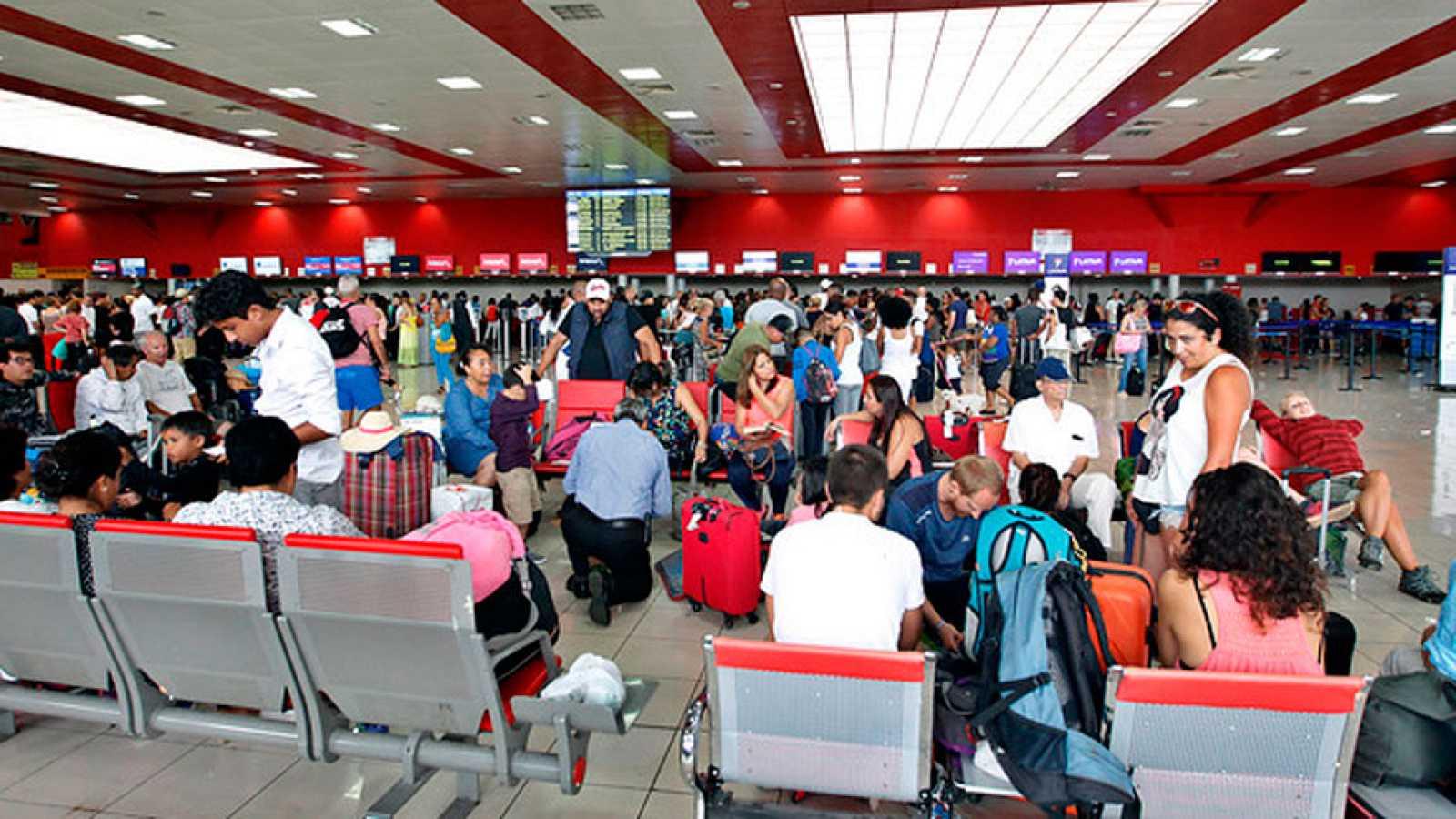 El aeropuerto de la Habana reanuda sus vuelos después de tres días ...