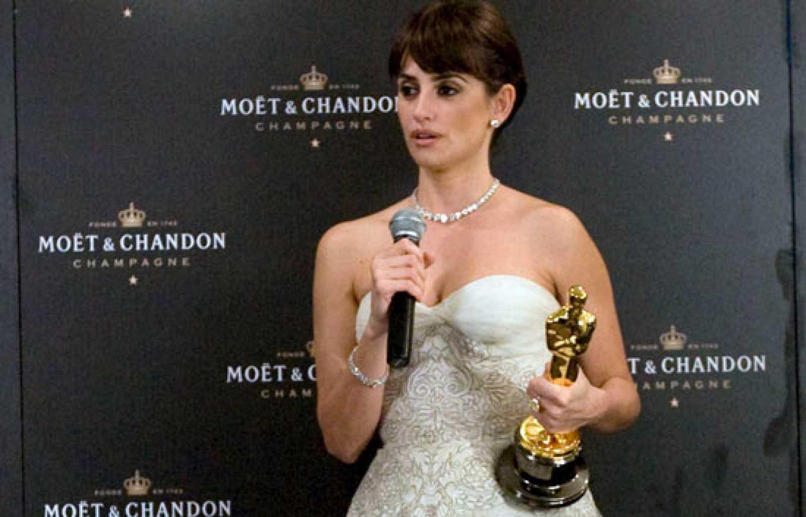 86162d244 Penélope Cruz tras recibir el Oscar
