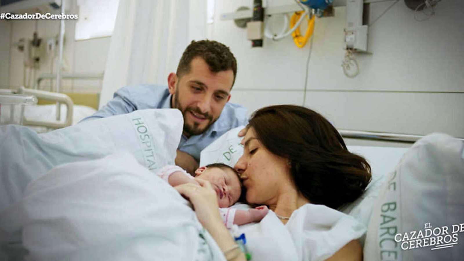 8ce0c67a3 Para todos los públicos El cazador de cerebros - La ciencia del embarazo -  ver ahora reproducir video