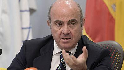 El Gobierno prevé que la economía española crecerá tres décimas menos por la situación de Cataluña