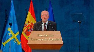 Zagajewski recoge el Princesa de Asturias de la Letras