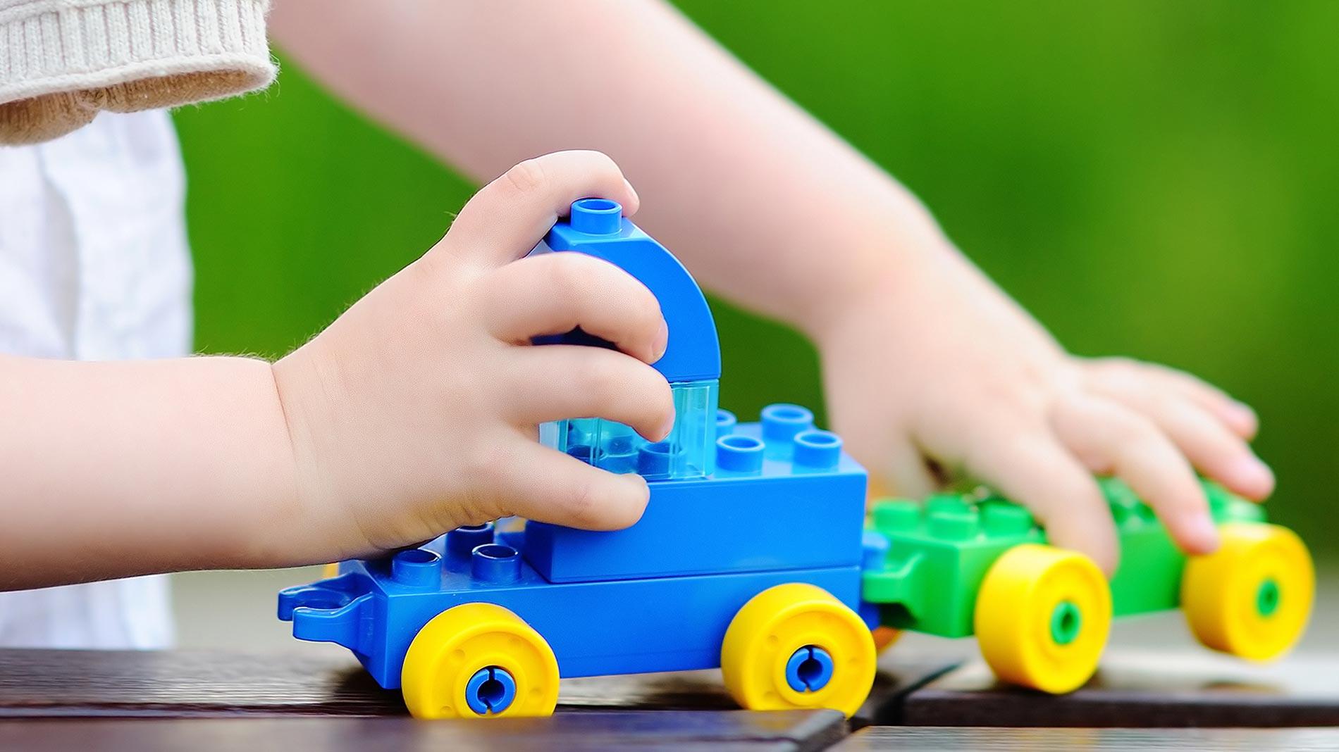 Niños \'influencers\' de juguetes en Youtube - RTVE.es