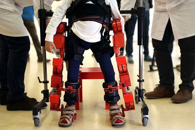 El primer exoesqueleto infantil del mundo, en el Hospital Sant Joan de Déu de Barcelona