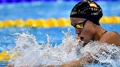 La española Jessica Vall logró la primera medalla para la delegación española en los Europeos de piscina corta de Copenhague, tras colgarse este sábado el bronce en la final de los 100 braza. Vall, que firmó un tiempo de 1:04.80, nuevo récord de Espa