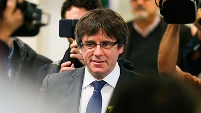 Puigdemont propone a Rajoy reunirse sin condiciones fuera de España tras los resultados del 21-D