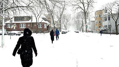 Para todos los públicos La ola de frío y nieve paraliza el tráfico rodado  en el noreste de Estados Unidos reproducir video 13df746b5f6