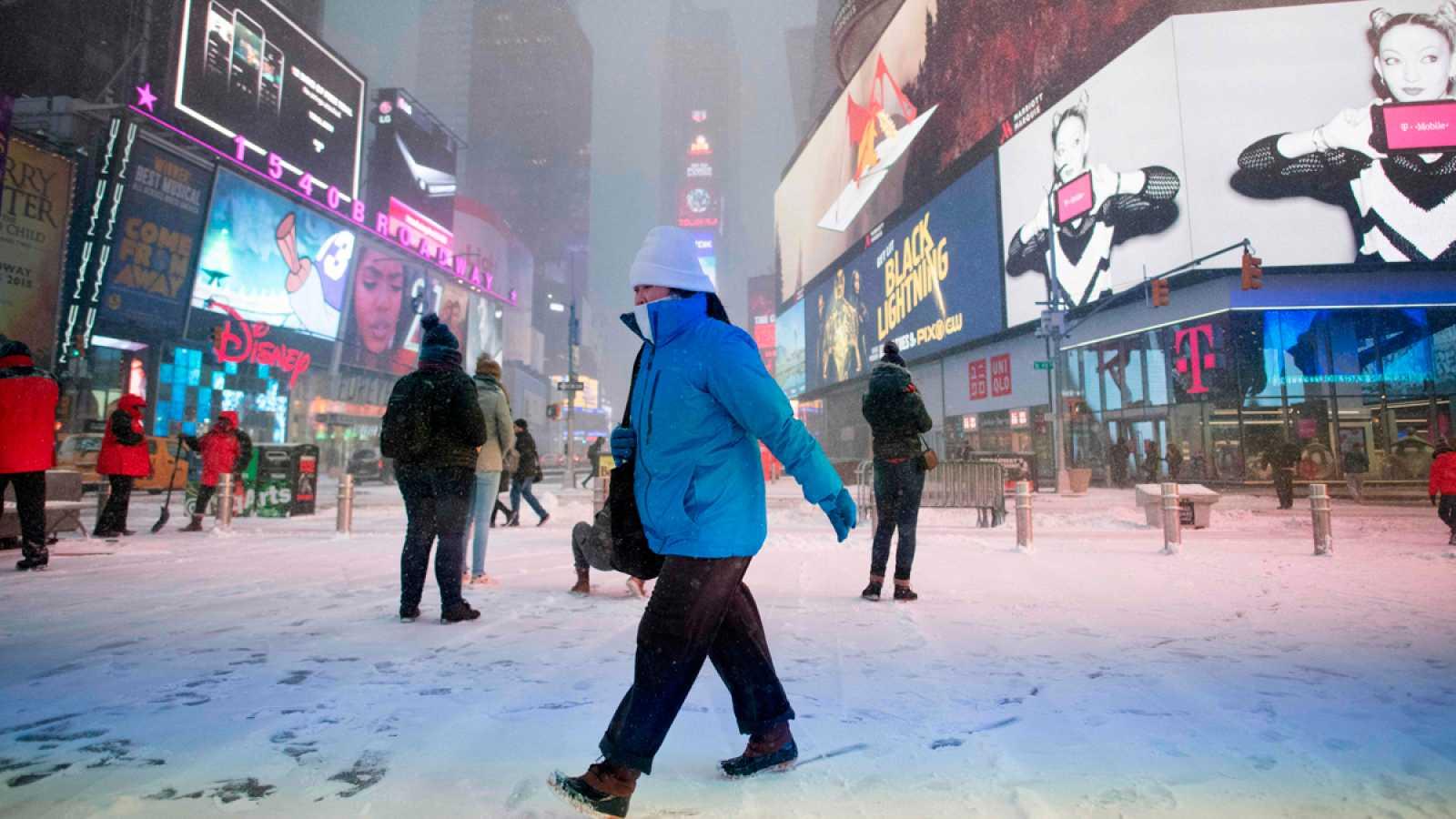 Para todos los públicos La ola de frío polar en EE.UU. deja ya 16 muertos  en todo reproducir video f1f1d49b914