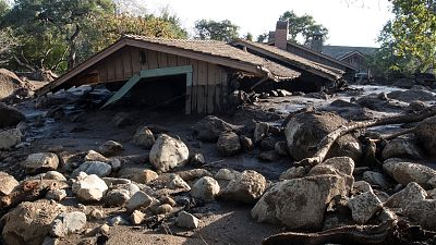 California busca a 17 desaparecidos por los aludes de barro tras hallar 17 cadáveres