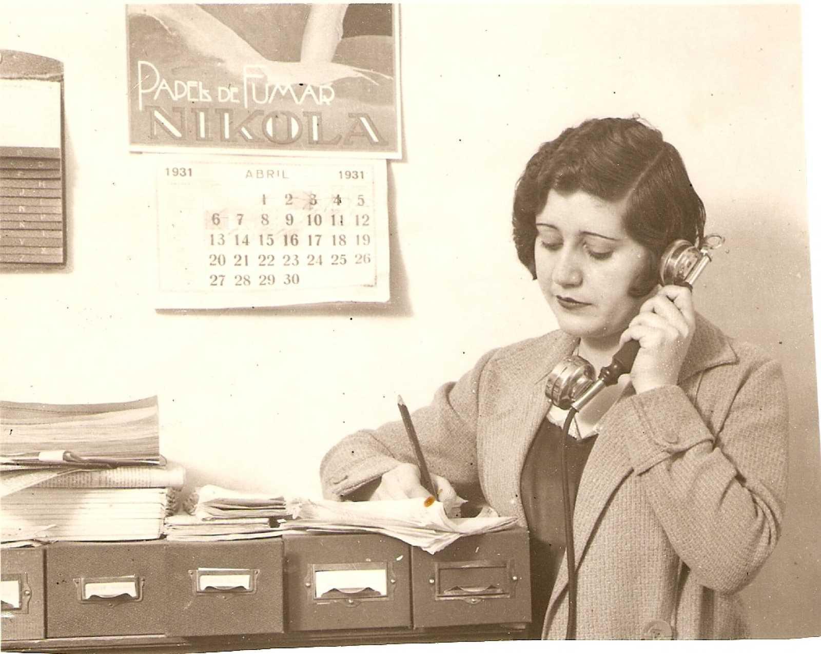 Josefina Carabias Retrato De Las Primeras Mujeres Periodistas En