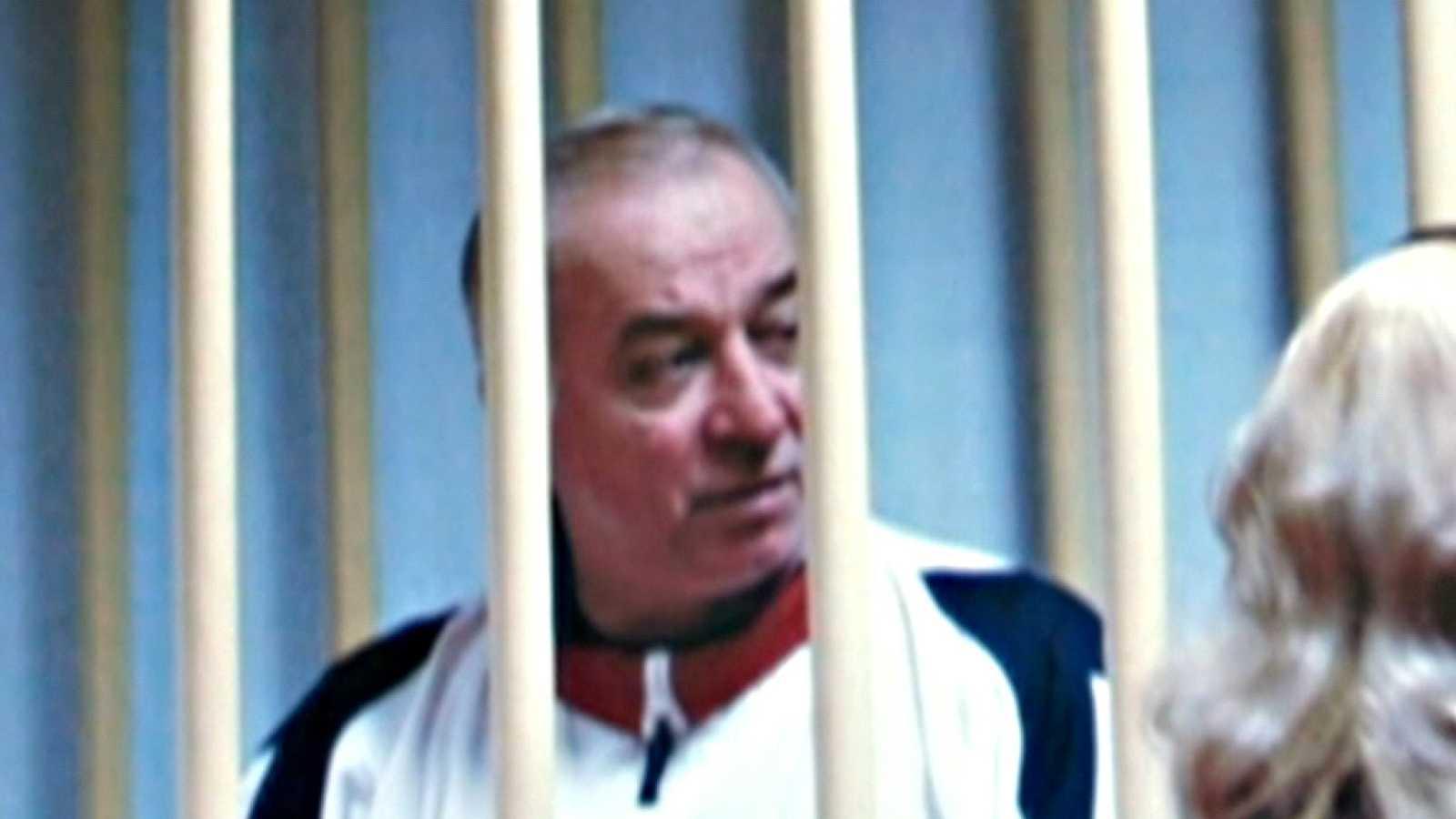 Un antiguo espía ruso, en estado crítico por su exposición a una sustancia desconocida en Reino Unido