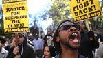 Un hombre de raza negra muere tiroteado en EE.UU. tras confundir la Policía su iPhone con una arma
