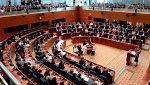 Las explicaciones de Cifuentes sobre su máster en la Asamblea de Madrid no convencen a la oposición