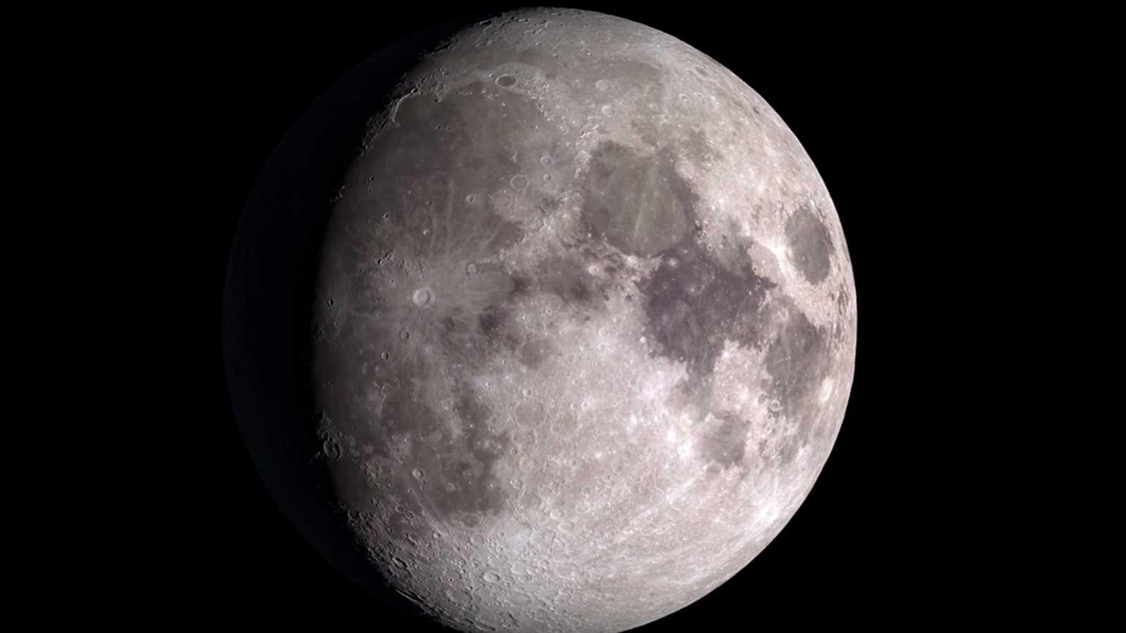 Un v deo de la nasa permite sobrevolar la luna en 4k for Mural la misma luna