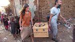 Dos españoles promueven el cine por África a pedales con su cinecicleta