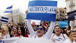 Cientos de personas piden en la Puerta del Sol de Madrid el fin de la represión en Nicaragua