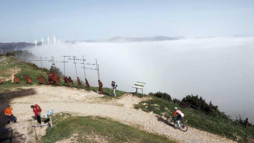 Posibilidad de chubascos y tormentas localmente fuertes en Andalucía occidental. Intervalos de viento fuerte en el litoral sureste
