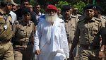 El gurú indio Asaram Bapu es condenado a cadena perpetua por violar a una menor