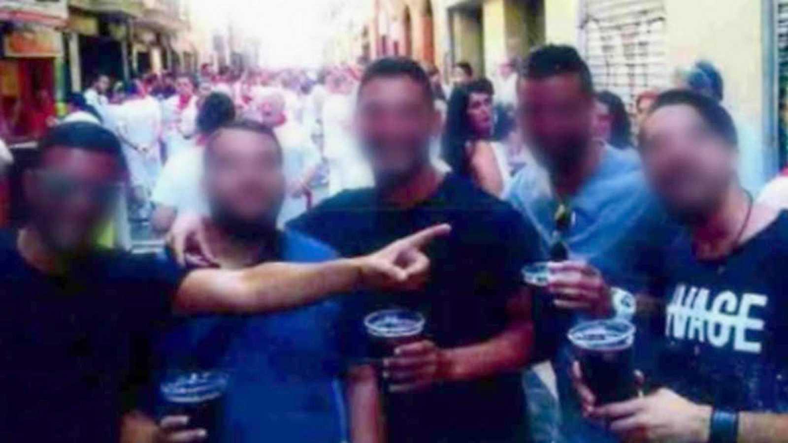 Para Todos Los Publicos Condenas De  Anos De Prision A Los Miembros De La Manada Por Abuso Reproducir Video