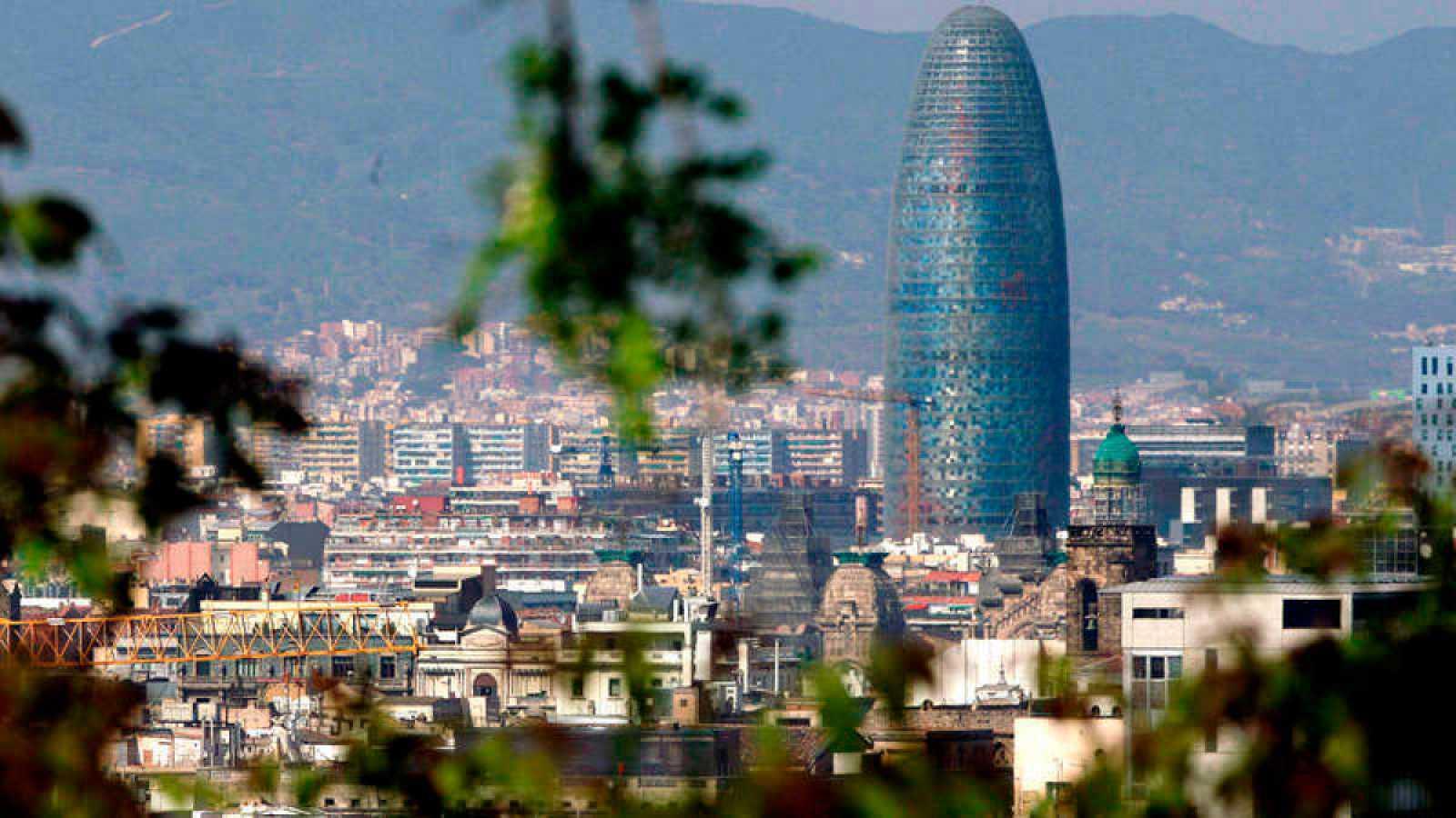 Resultado de imagen de Facebook se instalará en la Torre Glòries de Barcelona para combatir las noticias falsas