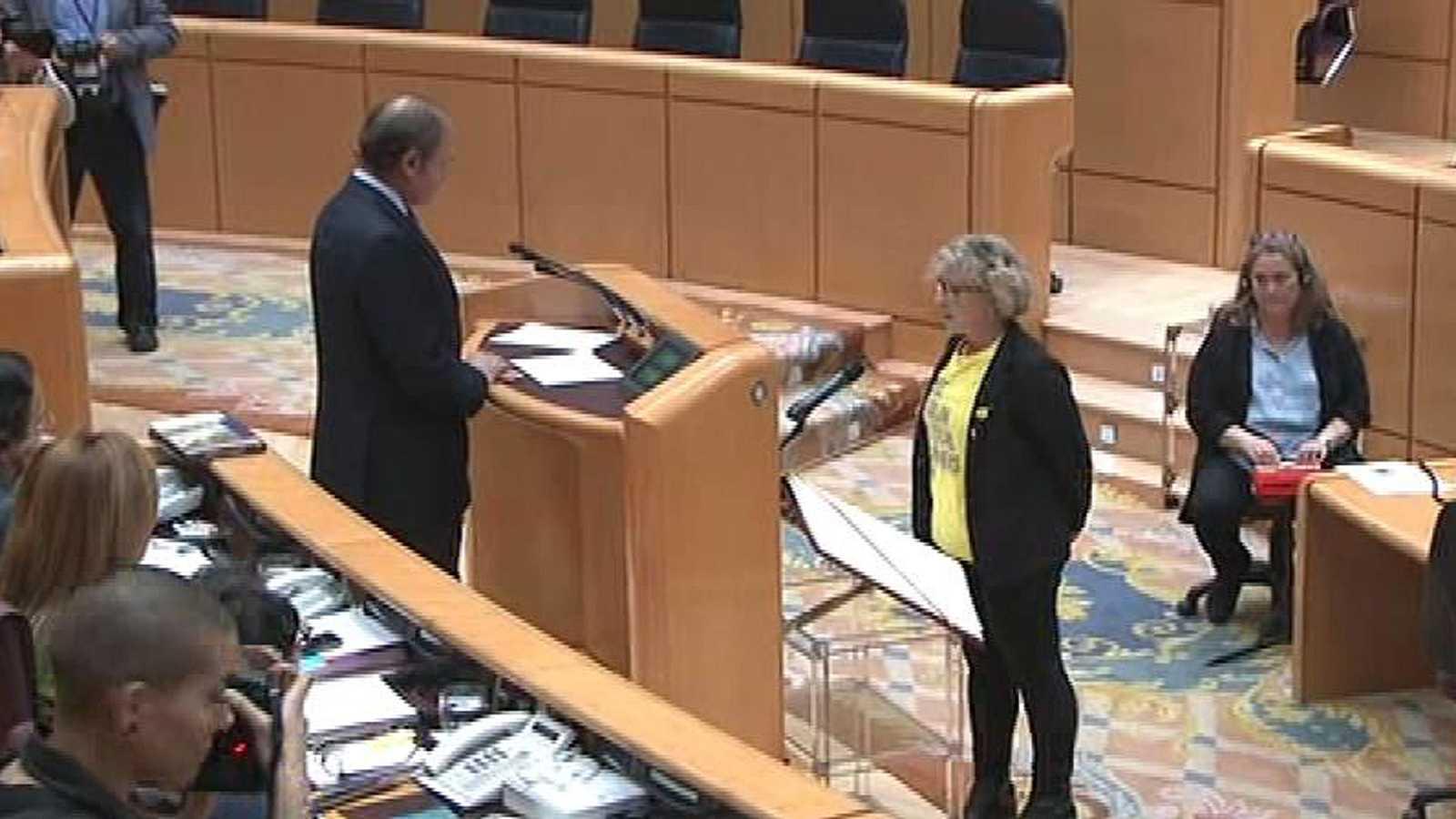El presidente del Senado obliga a la portavoz de ERC a acatar la Carta Magna en castellano