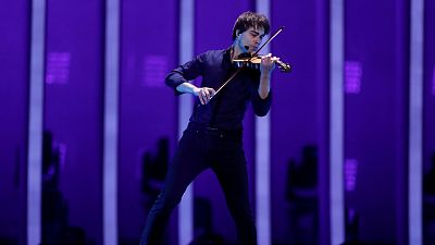 "Eurovisión - Noruega: Rybak canta ""That's how you write a song"" en la segunda semifinal de Eurovisión 2018"