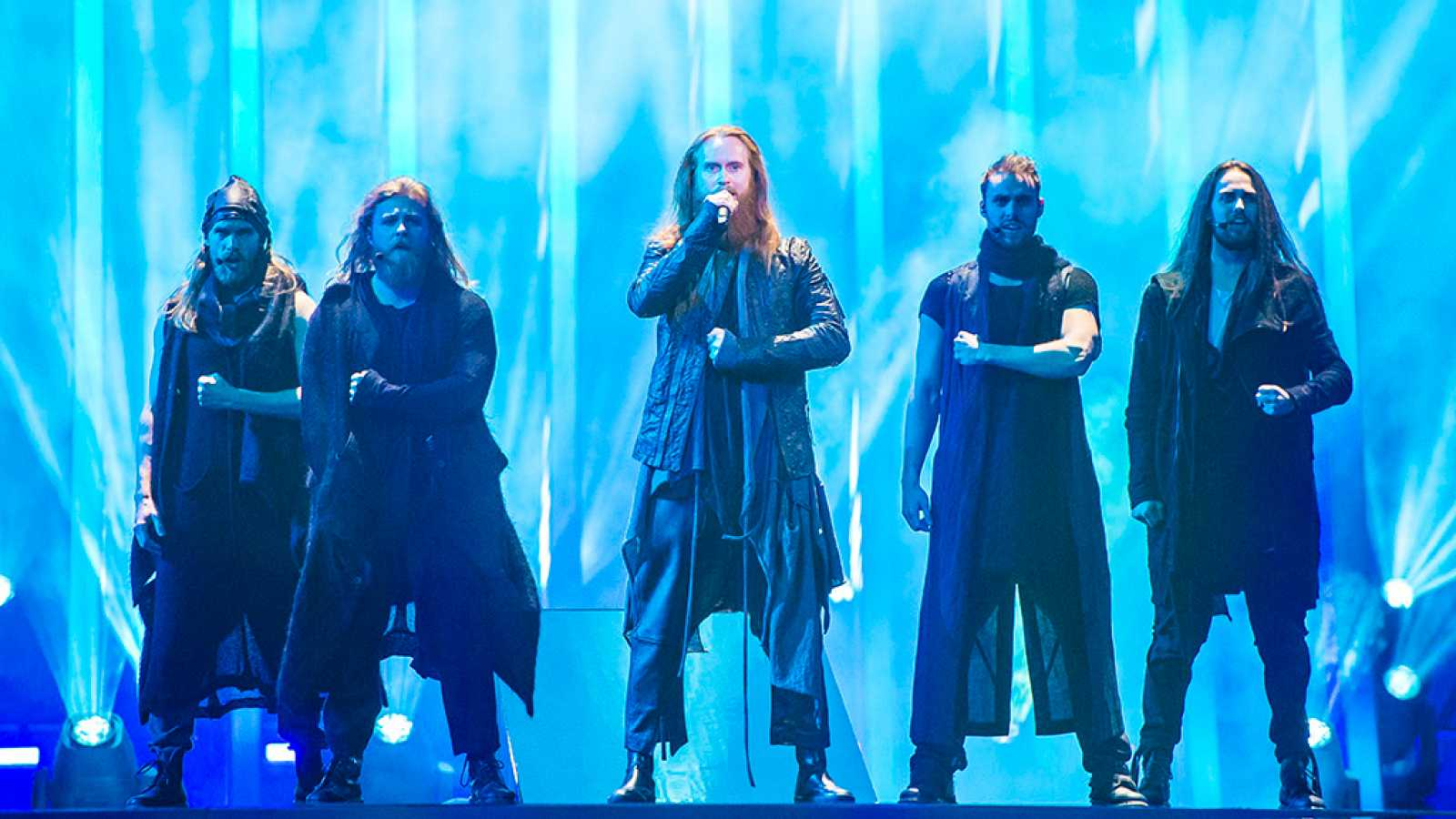 "Eurovisión - Dinamarca: Rasmussen canta ""Higher Ground"" en la final de Eurovisión 2018"
