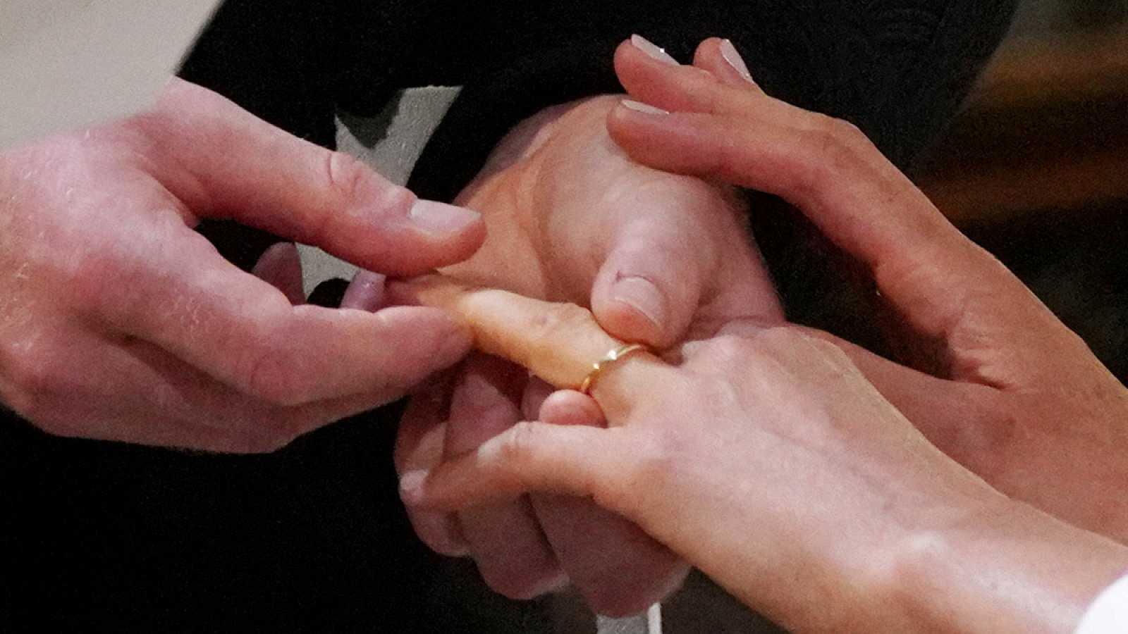 El intercambio de anillos entre Harry y Meghan y la bendición del sacerdote
