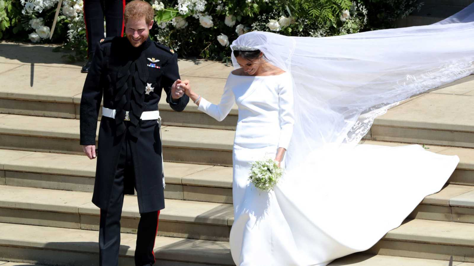 d10af5b272 Para todos los públicos El vestido de novia de Meghan Markle reproducir  video