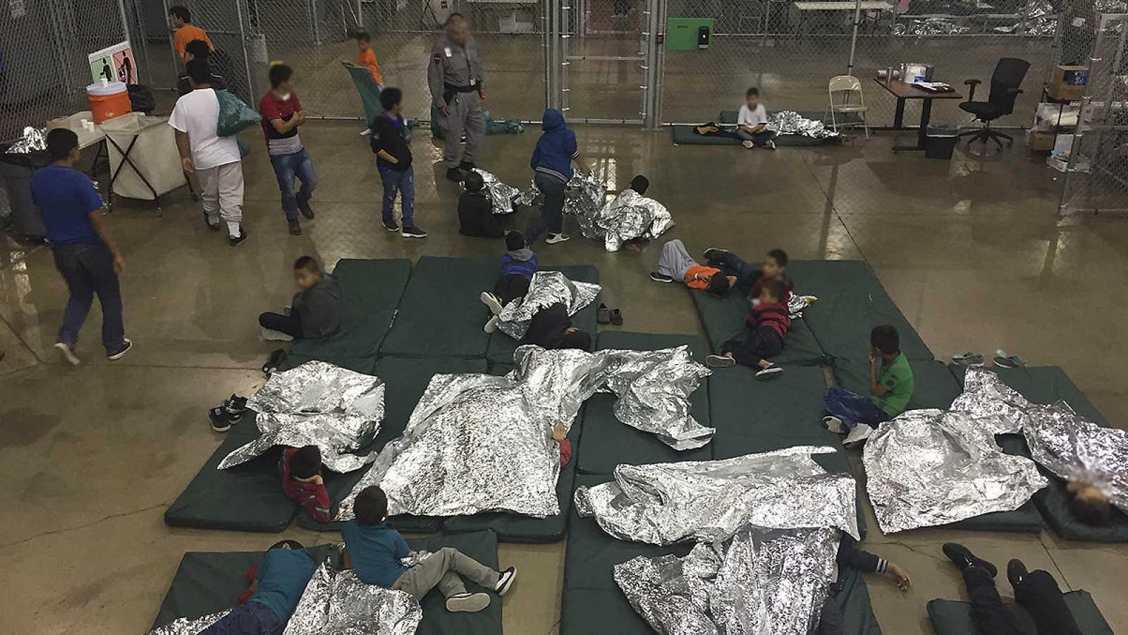 Aluvión de críticas a Trump por separar a los niños inmigrantes de ...