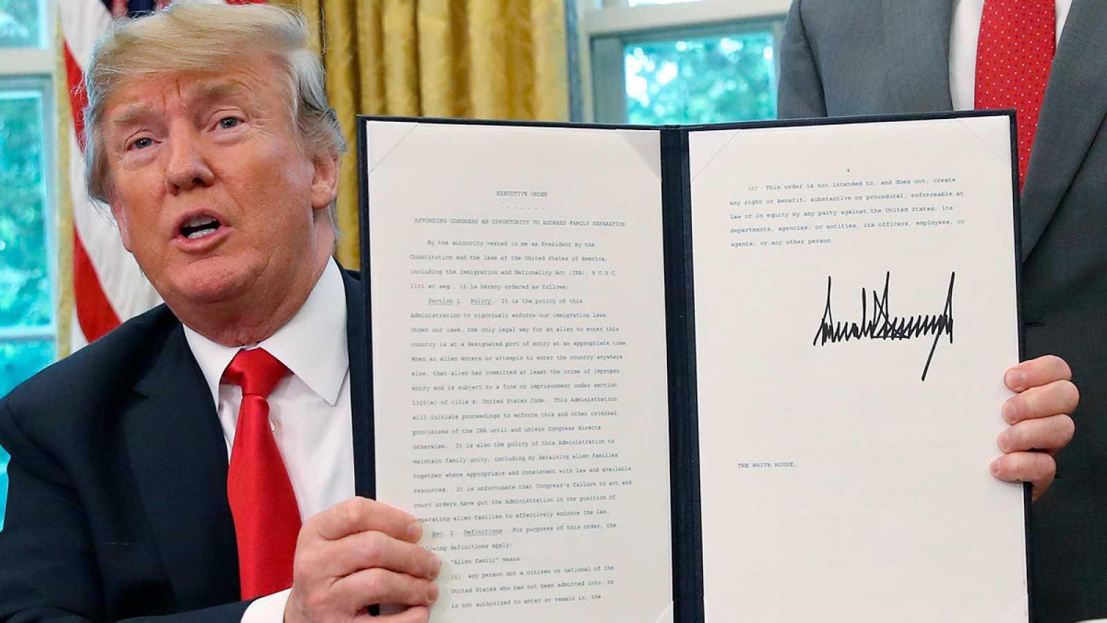 Trump firma una orden para acabar con la separación de familias detenidas en la frontera