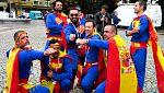La afición española llega a Kaliningrado a lo 'Supermán'