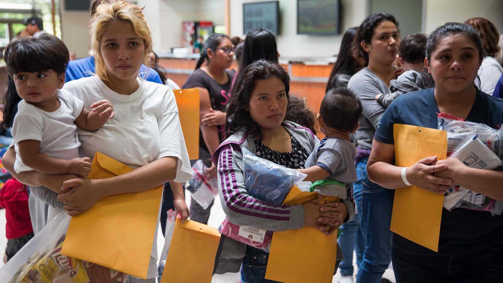 Resultado de imagen para EE.UU. solo ha reunido con sus padres a 4 niños menores de 5 años