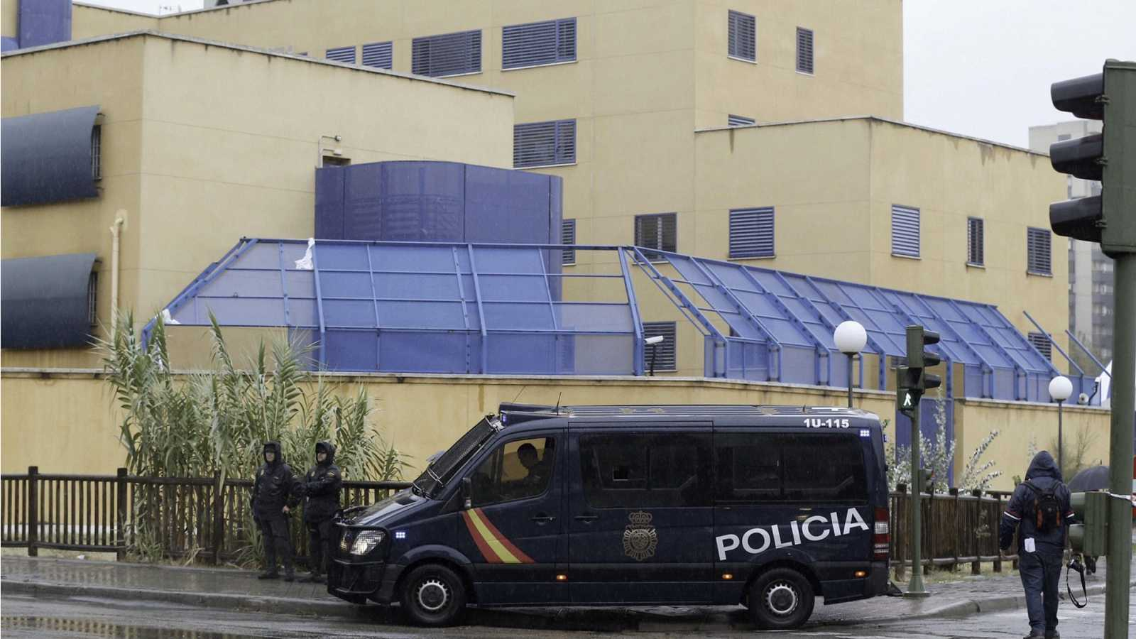 Se fugan 17 migrantes del CIE de Aluche