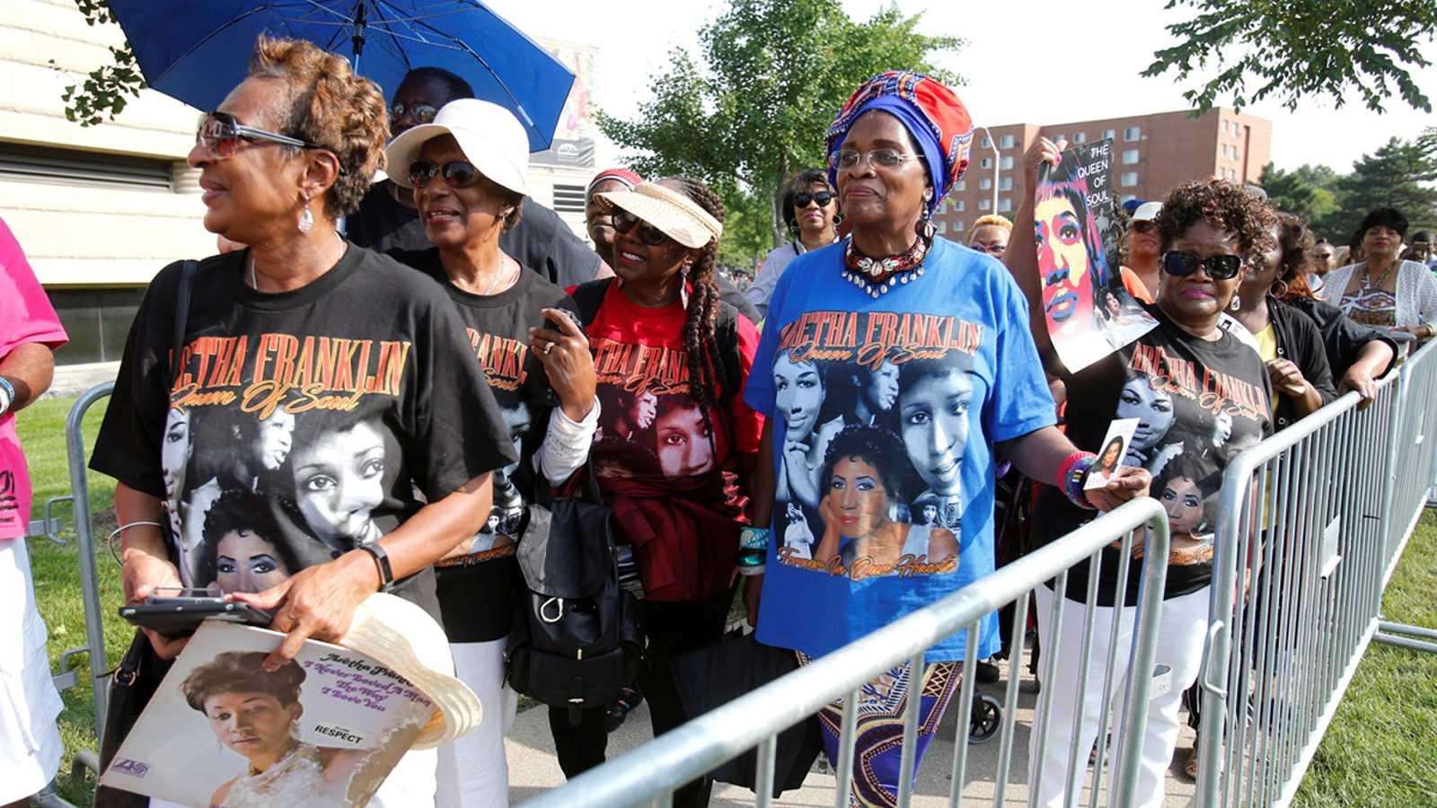 Resultado de imagen de Miles de personas dan su último adiós a Aretha Franklin en Detroit