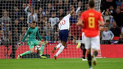 Inglaterra se adelantó en Wembley al marcar el primer gol del partido por medio de Rashford.