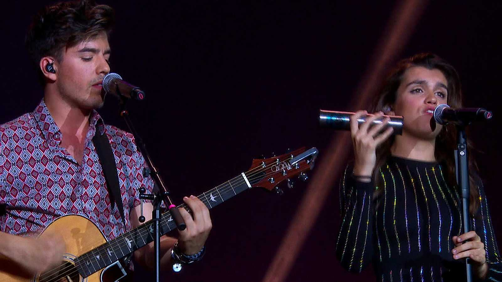 OT Bernabéu - Amaia y Roi cantan 'Shape of you'
