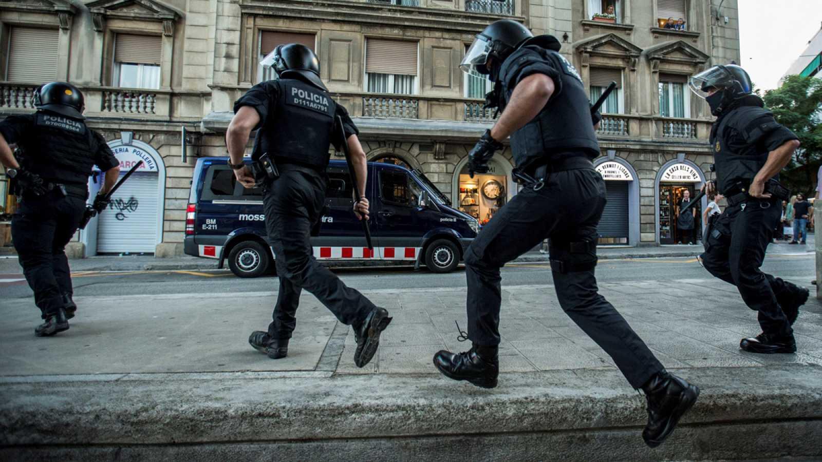 Resultado de imagen de Unos 4.500 mossos protestan en la calle por el dispositivo policial del aniversario del 1-O