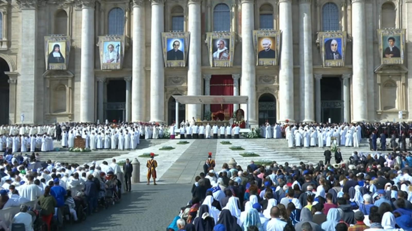 Para todos los públicos El Día del Señor - Roma - Canonización de Pablo VI  y M. Oscar Romero reproducir video 0cd78b615f4