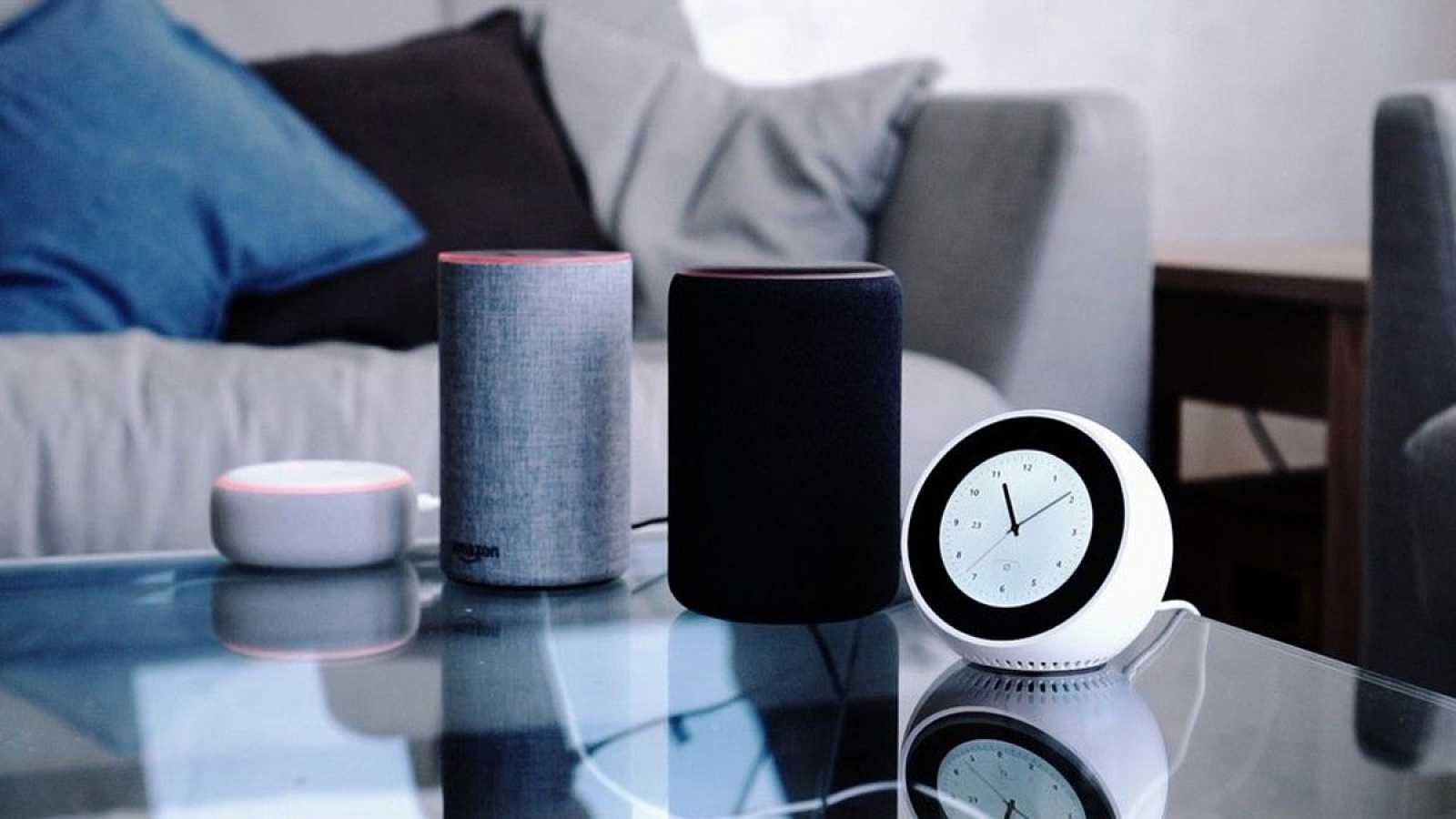 6008343b7 Para todos los públicos Escuchar música, apagar y encender las luces o  hacer la compra son solo algunos de reproducir video 01.15 min. Alexa ...