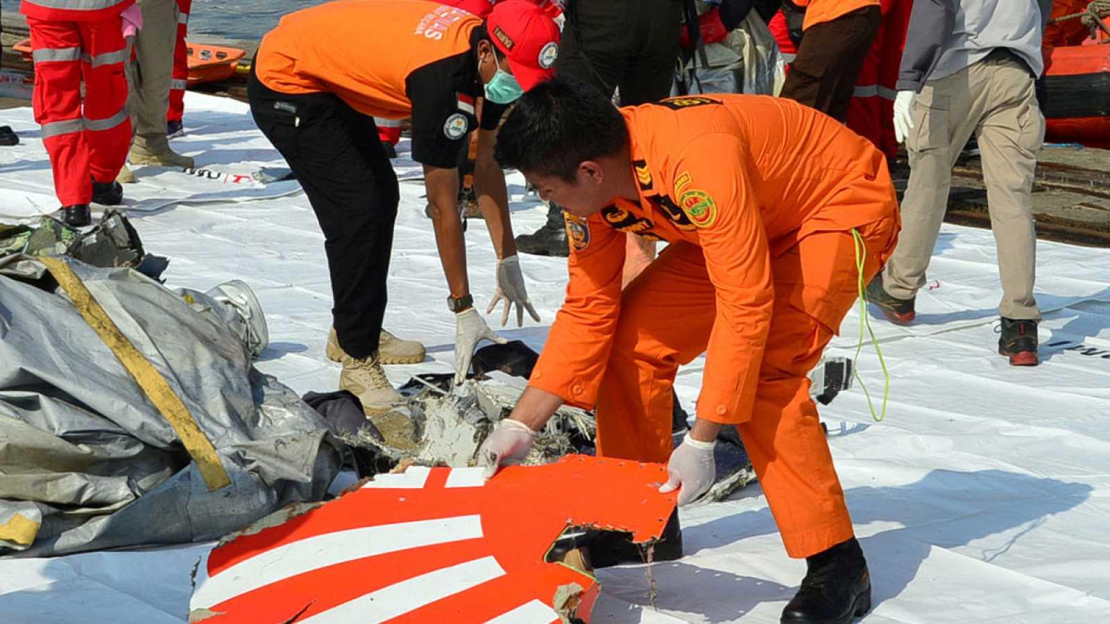 Indonesia no espera supervivientes en el accidente del avión ocurrido en el mar de Java con 189 personas a bordo