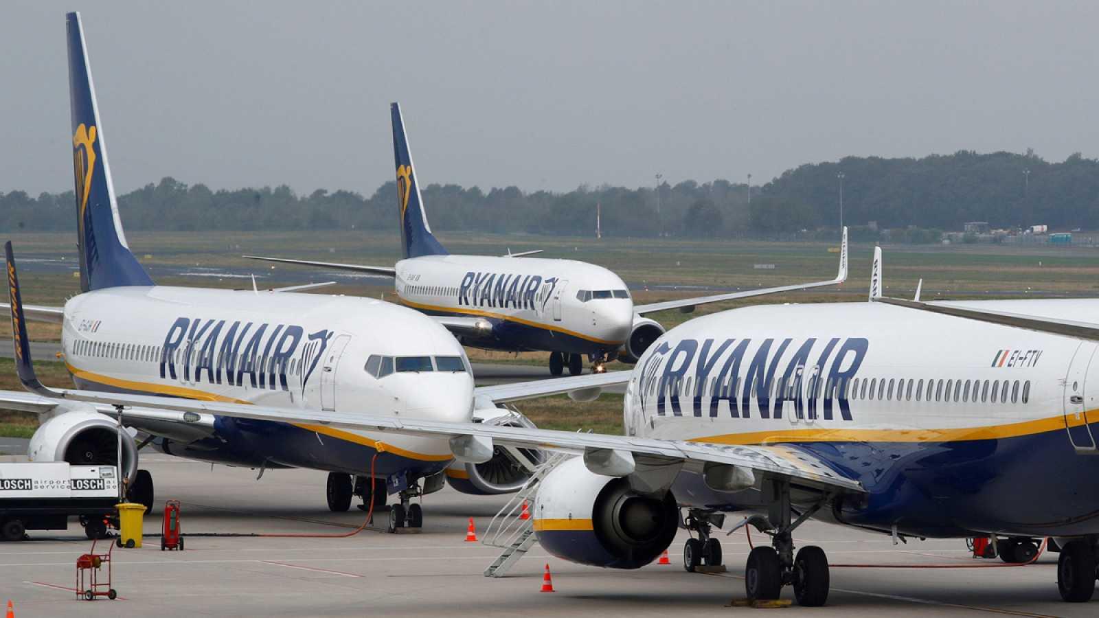 502d3d61b Para todos los públicos Ryanair ya cobra por subir una maleta de mano de  hasta 10 kilos en la cabina reproducir video
