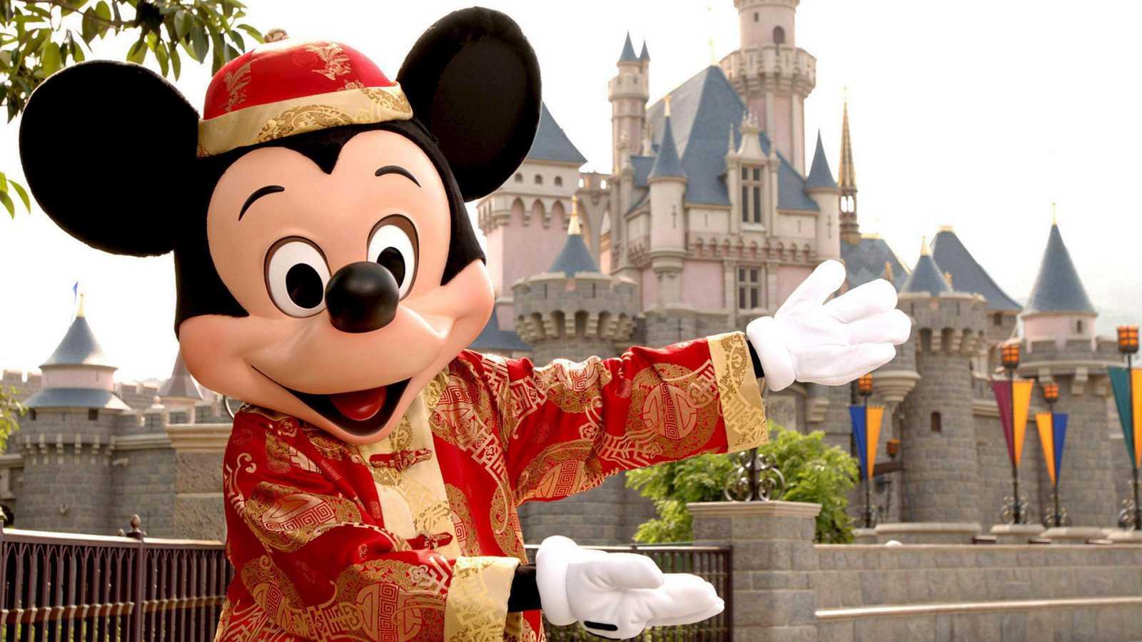 Disney Celebra El 90 Cumpleanos De Mickey Mouse Con Una Muestra En