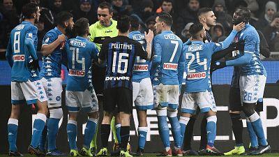 Para todos los públicos El Inter-Nápoles dejó graves incidentes que han  sobrecogido al fútbol italiano. 26799f618bce4