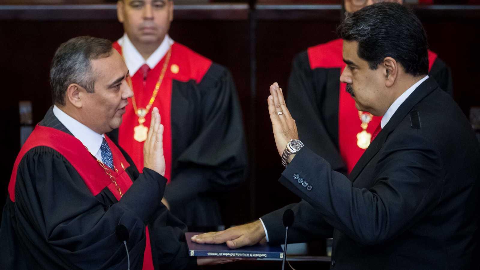 Resultado de imagen de Maduro jura su segundo mandatoç