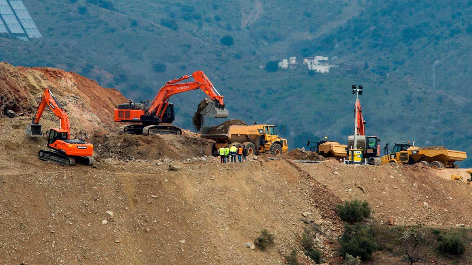 La perforación del túnel paralelo al pozo que cayó Julen se encuentra a siete metros