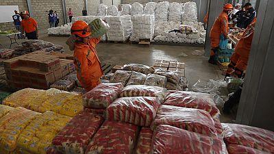 Maduro anuncia mejoras en su reparto de alimentos pero mantiene el bloqueo de la ayuda humanitaria extranjera - Ver ahora
