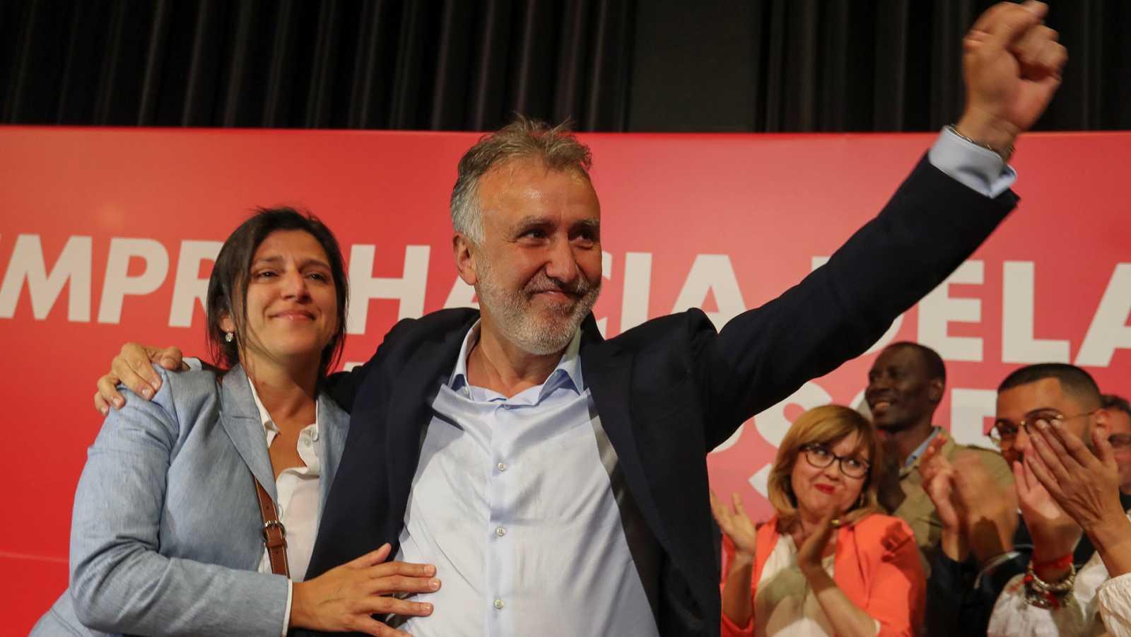 Resultado de imagen de El socialista Ángel Víctor Torres en el Parlamento