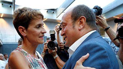 """Chivite promete trabajo y diálogo y Navarra Suma habla de """"traición a la democracia"""""""